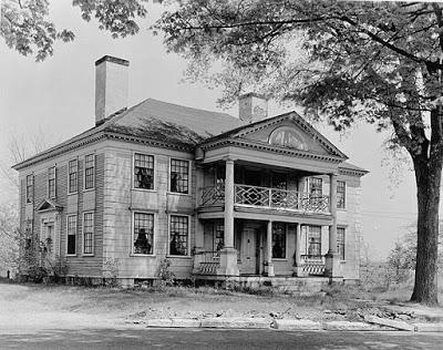 RESEÑA: La casa intacta.