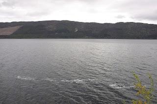 Nuevas fotografías de Nessie (demasiado buenas para ser verdad)
