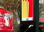 ofrece primer punto recarga para coches eléctricos publicidad integrada
