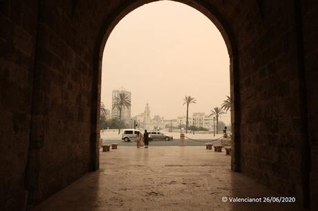 Valencia, bajo el humo y la ceniza.