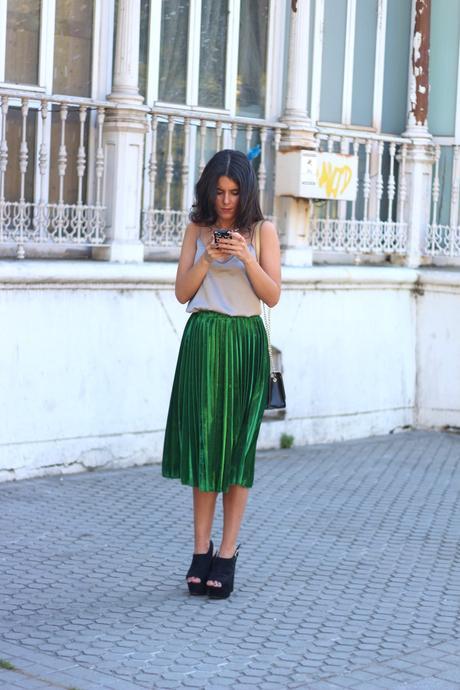 Combinar Falda Plisada Midi Verde