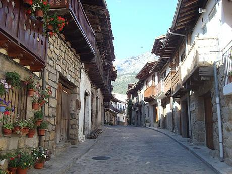 turismo de cercanía en Ávila, calles de Cuevas del Valle