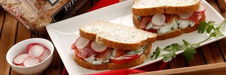 Probando el pan multicereales de OROWEAT (proyecto de SAMPLEO)