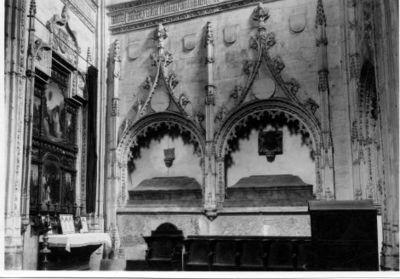 Iglesia de San Andres. Sepulcros Estilo Gotico Florido [Fotografía]