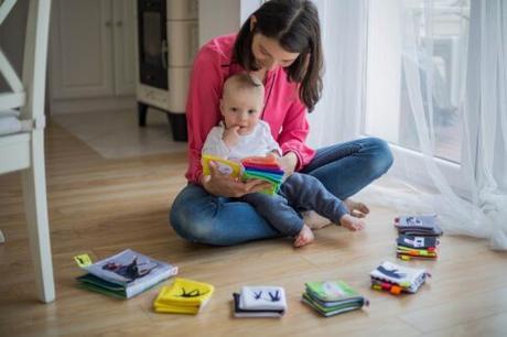 Jugar un gran estímulo para los bebés