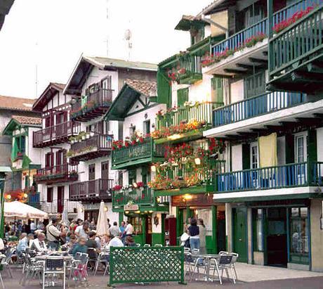 turismo de cercanía en Guipúzcoa, balcones de Hondarribia