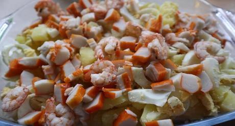 Mezclamos todos los ingredientes para hacer la ensalada