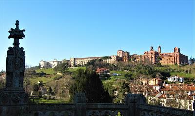 Vista de la Universidad de Comillas desde el Palacio
