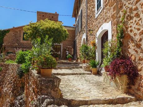 turismo de cercanía en Baleares, calle de Fornalutx