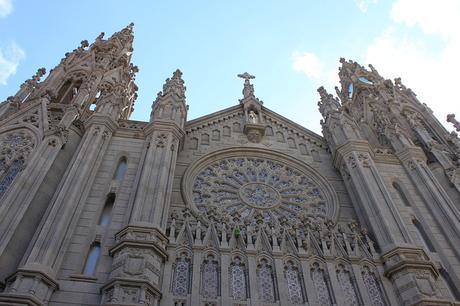 turismo de cercanía en Las Palmas, fachada iglesia de Arucas