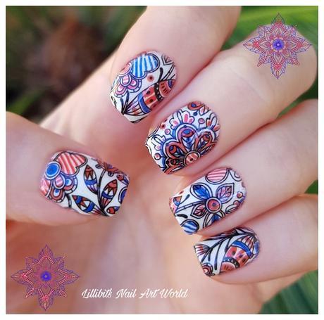 Manicura con water decals de flores rojas y azules