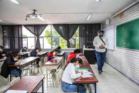 Denuncian salones desatendidos en examen de admisión de la UASLP