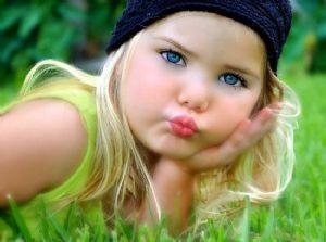 ... musicales, libros, muñecas y merchandising con la cara de esta niña