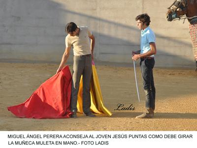 TENTADERO EN MADROÑIZ: MIGUEL ÁNGEL PERERA DIRIGIO LAS FAENAS DE TIENTA DONDE TAMBIEN PARTICIPARON AMBEL POSADA Y EL BECERRISTA JESUS PUNTAS