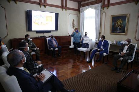Presidente Danilo Medina dispone activación planes contingencia por ciclón.