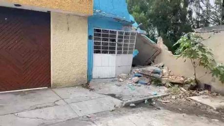 Derrumbe de casa en colonia del Valle deja un muerto y un lesionado