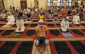 Musulmanes de todo el mundo realizan las oraciones de Eid en medio del distanciamiento pandémico del Covid-19