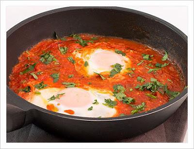 Huevos en salsa de tomate