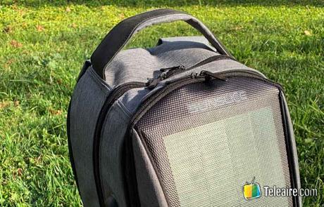 mochila con panel solar