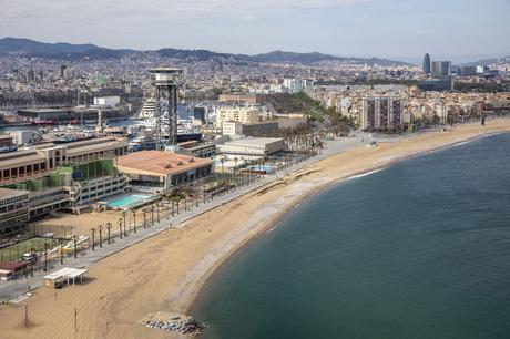 Barcelona reduce un 15% el número máximo de bañistas en sus playas