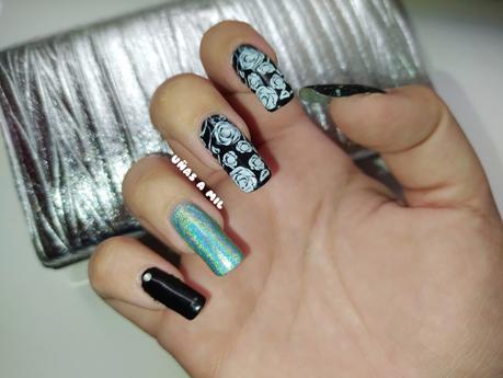 Diseño de uñas en blanco y negro con flores, ideal para boda, bautizo o comunión