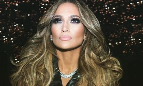 Con un escotado vestido y sin ropa interior, la foto de Jennifer Lopez que enamoró a sus seguidores