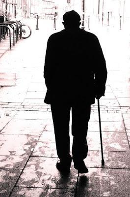 La soledad de los moribundos (micro-ensayo)