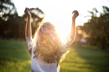 Cómo aclarar el pelo de forma natural | Consejos de belleza para el cabello