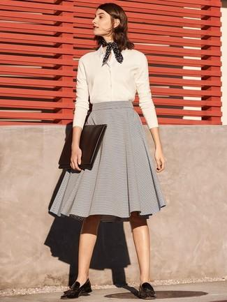 Outfit Con Falda Negra Acampanada