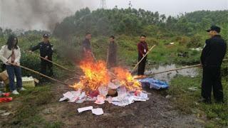 Gobierno chino quema biblias y material cristiano asegurando que primero debe ser autorizado