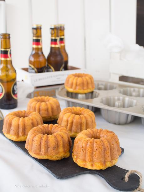 Mini Bundt Cakes de zanahoria, jamón y cerveza