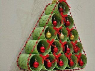 10 Ideas Espectaculares de arboles navideños hecho de botellas y tubos
