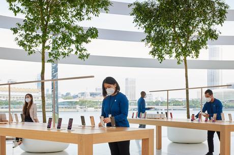 La tienda Apple recién inaugurada, que flota en Marina Bay, Singapur