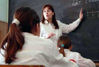¿MARCHA ATRÁS LA EDUCACIÓN? LOS PELIGROS DE LA MASIFICACIÓN EN LA ERA DE LA PERSONALIZACIÓN