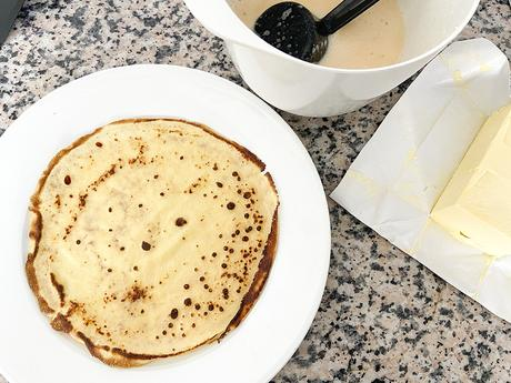 thin pancakes postres con sirope de arce postres con arándanos pandekager maple syrup crepes french sweets crepes rellenas crepes con fruta crêpes brunch breakfast arándanos