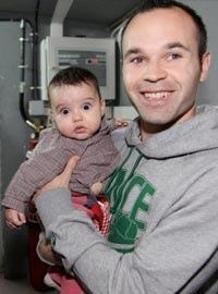 Andrés Iniesta y su hija Valeria