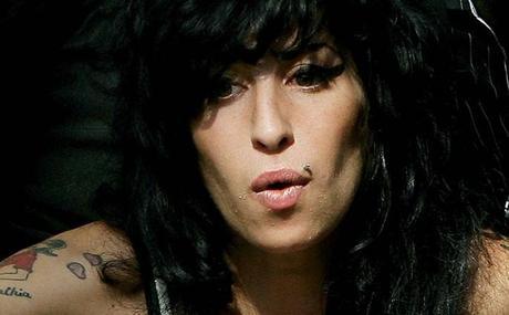 Hallan muerta a Amy Winehouse