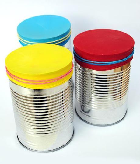 Juguetes caseros: tambores de lata y globos