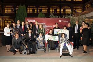 Un niño con parálisis cerebral capaz de comunicarse con un Tablet PC, finalista de los premios Romper Barreras de Toshiba
