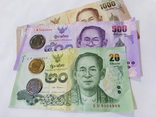 dinero , billetes taidandeses, bath, ailandia, La vuelta al mundo de Asun y Ricardo, vuelta al mundo, round the world, mundoporlibre.com