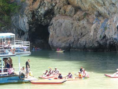 Cueva de los Murciélagos, Bat cove. Panak Island, Tailandia, La vuelta al mundo de Asun y Ricardo, vuelta al mundo, round the world, mundoporlibre.com