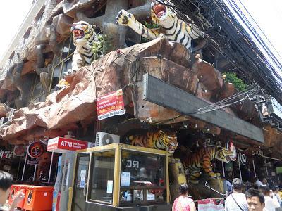 discoteca Tiger Night Club,  Patong Beach, Phuket, Tailandia, La vuelta al mundo de Asun y Ricardo, vuelta al mundo, round the world, mundoporlibre.com