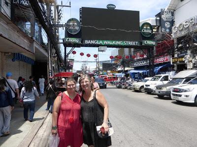 Bangla walking Street,  Patong Beach, Phuket, Tailandia, La vuelta al mundo de Asun y Ricardo, vuelta al mundo, round the world, mundoporlibre.com