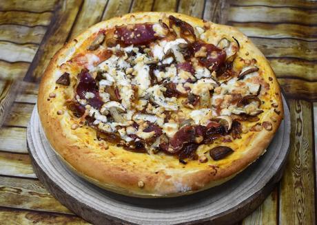 Pizza con Boletus, Cebolla caramelizada y Jamón Ibérico
