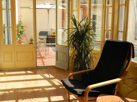 Sala para reuniones, formaciones, etc, con luz natural y terraza.