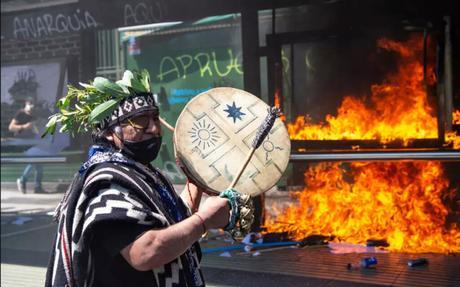 Indígenas de Latinoamérica claman por justicia en la conmemoración del 12 de Octubre