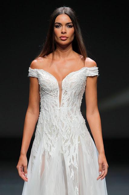 El glamour cinematográfico de Hollywood se pasea por VBBFW de la mano de la firma Pronovias y su última colección 2021 de vestidos de novia
