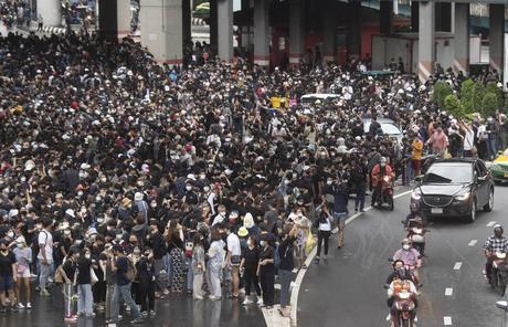 Tailandia: Bangkok cierra los sistemas de tránsito mientras persisten las protestas
