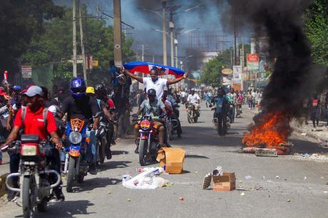 Se recrudecen protestas en Haití; muere hombre por disparo.