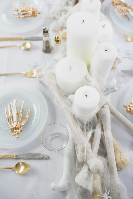 Cómo decorar una mesa de Halloween en blanco5